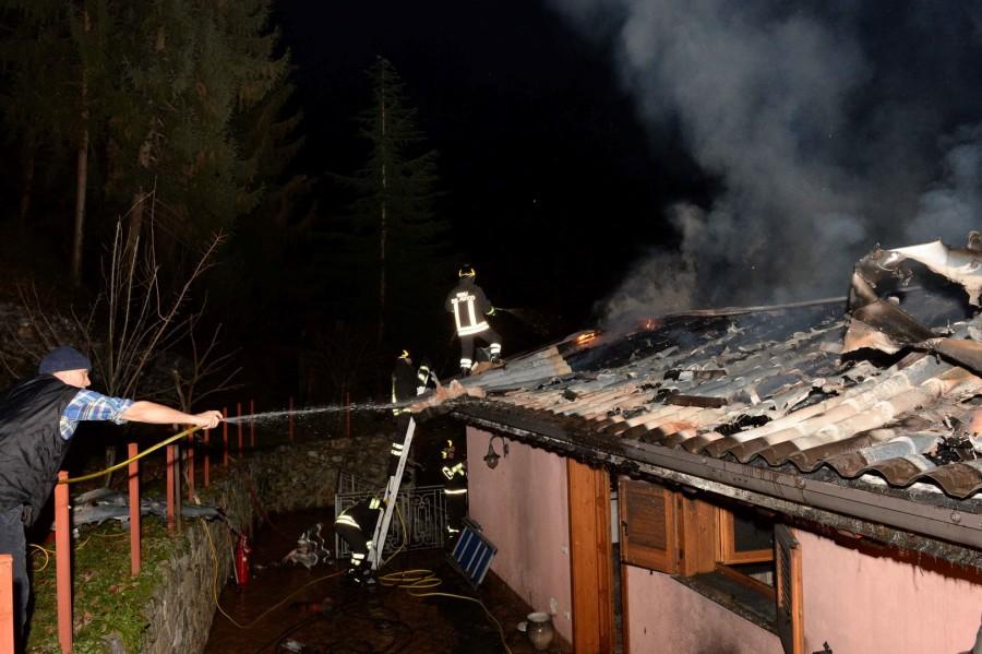 vigili-del-fuoco-incendio-tetto-perledo-2