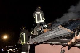 vigili-del-fuoco-incendio-tetto-perledo
