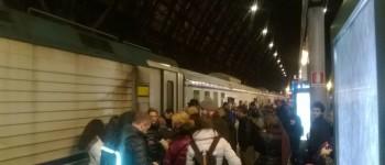 treno pendolari ritardi caos