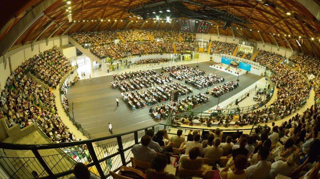 Religioni nel weekend grande raduno per i testimoni di for Assago beach forum