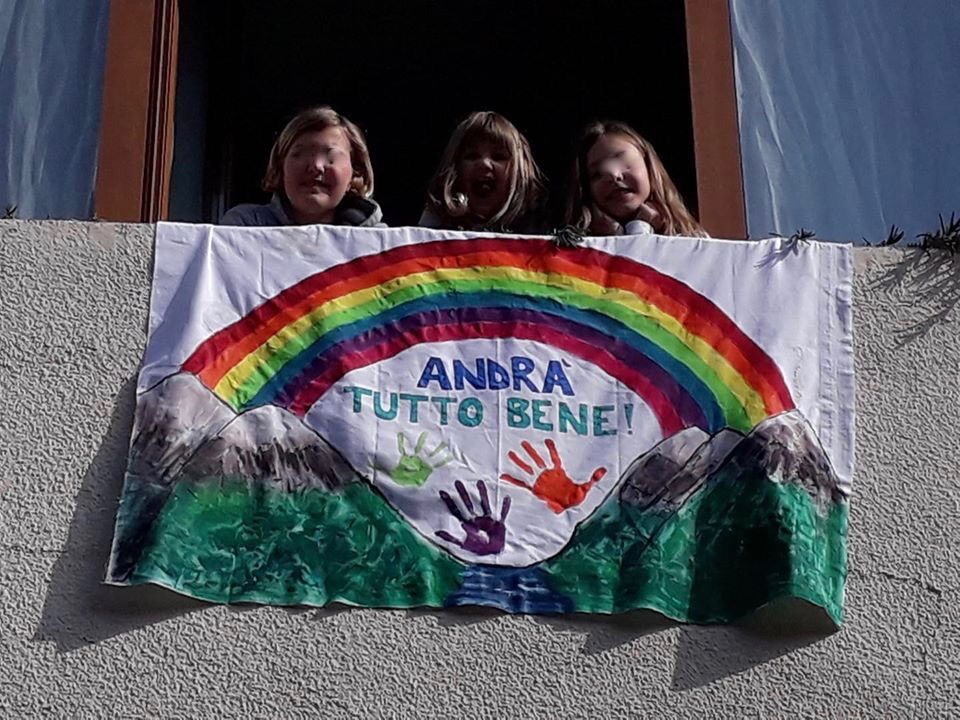 Andrà-tutto-bene-bambini-Dervio-Elisa-11Sara-9-e-Giulia-4-anni-2