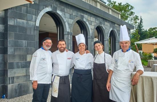 Andy Luotto a Villa Lario con lo staff