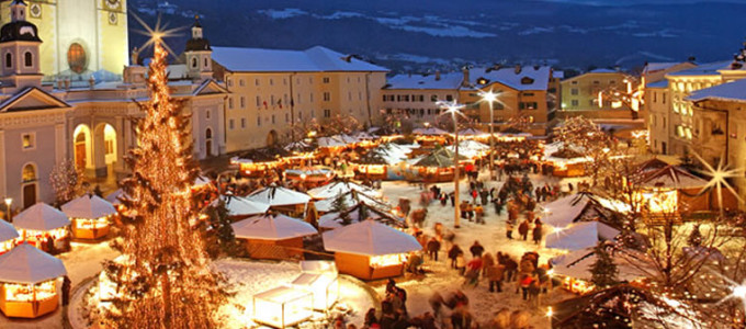 Brunico Mercatini Di Natale Foto.Lierna Visita Ai Mercatini Di Natale Di Brunico Contributo